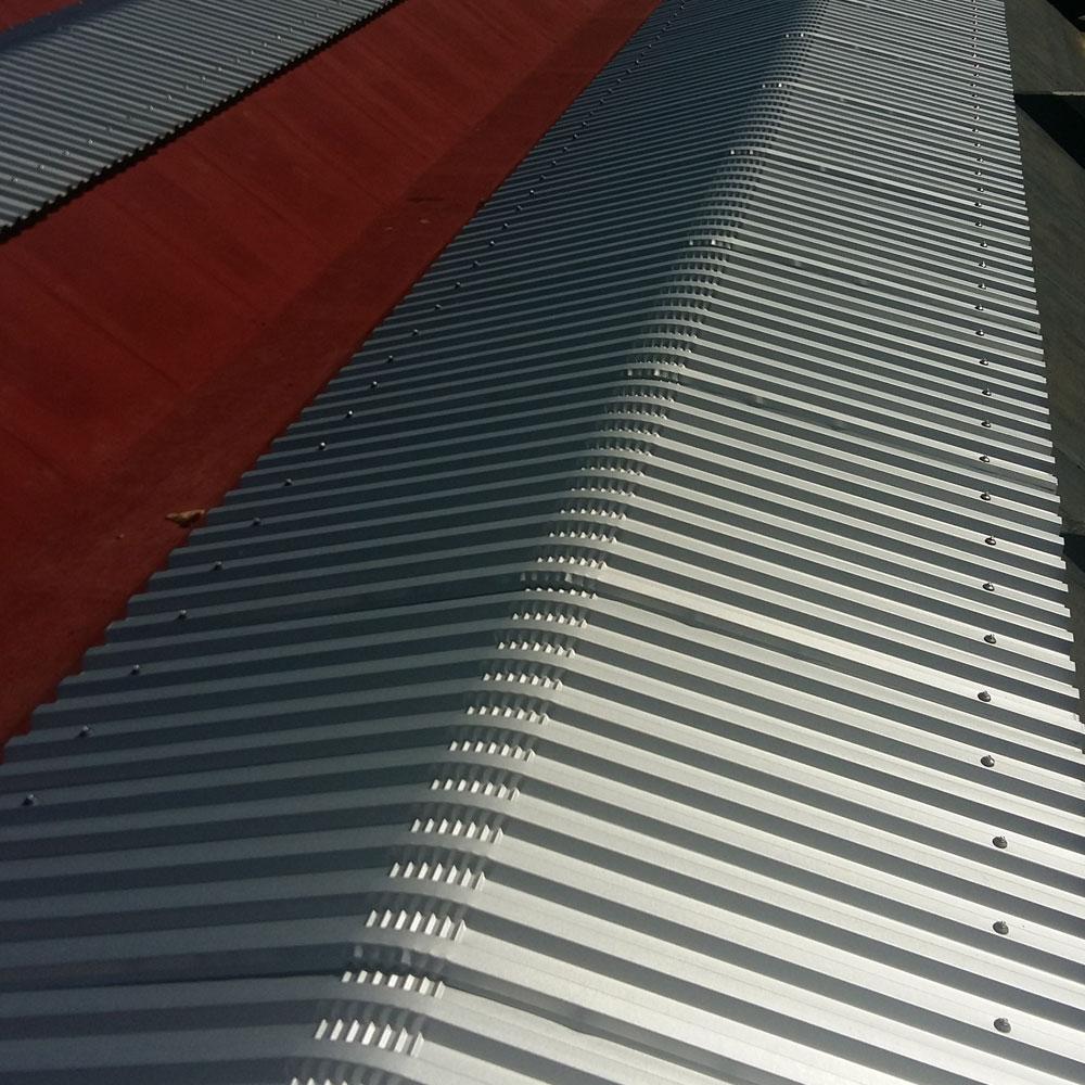 cantiere con copertura mista lastra metallica e guaina con pittura napoli sifracoperture